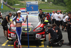 Robert Huff, SEAT Leon WTCC, ALL-INKL.COM Münnich Motorsport and Grid Girl