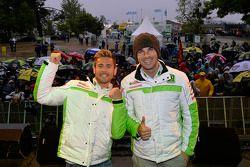 Альваро Баутиста и Брайан Старинг. ГП Франции, воскресенье, перед гонкой.