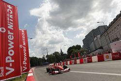 Felipe Massa, Scuderia Ferrari, rijdt door de straten van Warschau tijdens Shell V-Power Nitro+