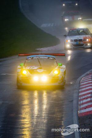 #17 Farnbacher Racing Porsche 997 GT3 R (SP9): Leh Keen, Christina Nielsen, Tomas Pivoda