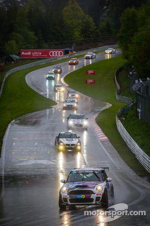 #129 Nexen Tire Motorsport MINI Cooper JCW (SP2T): Ralf Zensen, Julian Dercks, Lothar Wilms, Christo