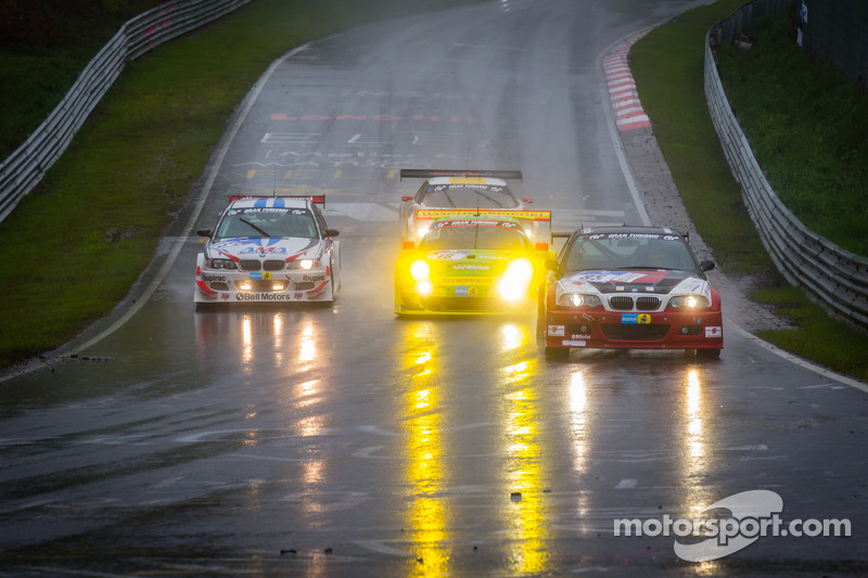 #85 Hofor-Racing BMW M3 CSL (SP6): Michael Kroll, Chantal Kroll, Roland Eggimann, Bruno Widmer en #18 Manthey-Racing Porsche 911 GT3 RSR (SP7): Marc Lieb, Romain Dumas, Lucas Luhr, Timo Bernhard