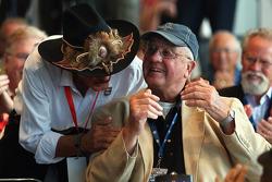 Richard Petty feliciteert Maurice Petty