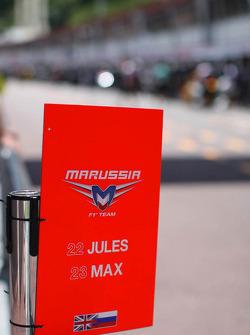 Marussia F1 Team pit stop approach warning board