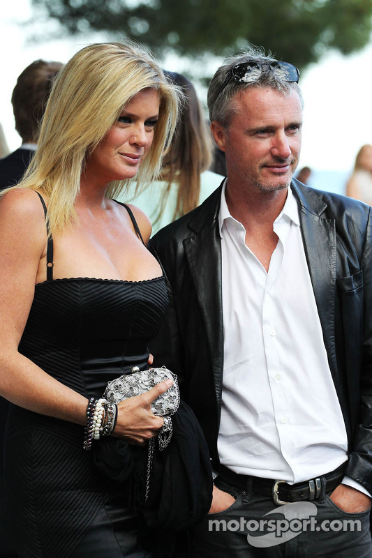Eddie Irvine, com Rachel Hunter, no Salão Amber Fashion Show