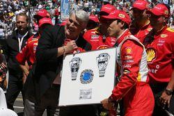 Winnaar Helio Castroneves, Team Penske Chevrolet