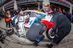 Pit stop #77 corridaunion Teichmann Racing Porsche 911 GT3 Cup (SP7): Jos Menten, Stefan Landmann, S