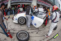 Pitstop voor #27 De Lorenzi Racing Porsche 997 GT3 Cup S (SP9): Dario Paletti, Roberto Fecchio, Paul