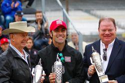 Parnelli Jones, Dario Franchitti and Chip Ganassi at drivers meeting