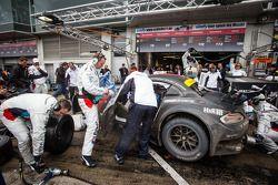 Pit stop #20 Schubert Motorsport BMW Z4 GT3 (SP9): Dirk Adorf, Claudia Hürtgen, Jens Klingmann, Mart