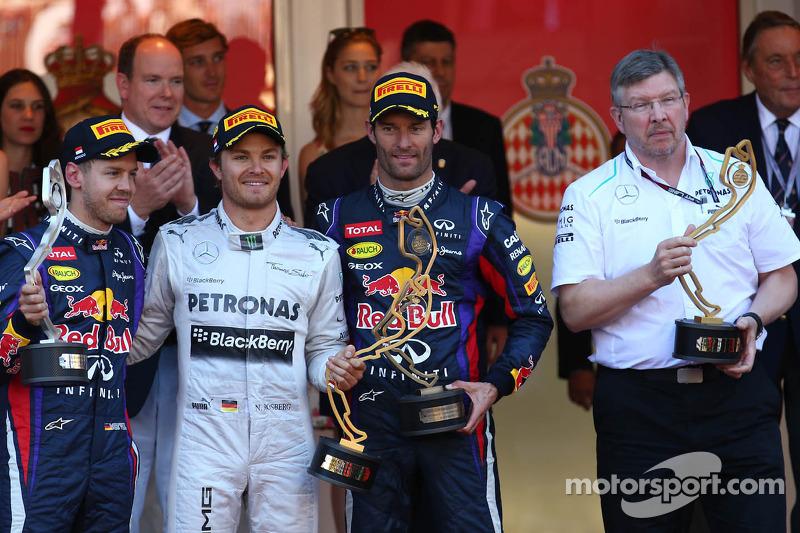 1er lugar de Nico Rosberg, Mercedes AMG F1 W04, 2 º puesto Sebastian Vettel, Red Bull Racing y 3 º Mark Webber, Red Bull Racing y Ross Brawn, director del equipo Mercedes AMG F1