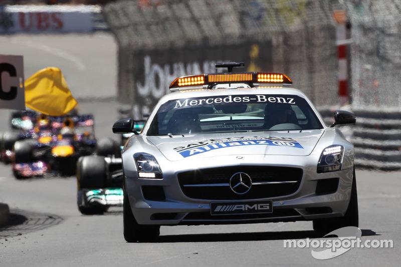 Nico Rosberg, Mercedes AMG F1 W04 leads behind the FIA Safety Car