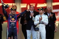 Sebastian Vettel, Red Bull Racing, feiert Platz 2 mit Sieger Nico Rosberg, Mercedes AMG F1, auf dem