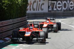 Max Chilton, Marussia F1 Team MR02 davanti al compagno di squadra Jules Bianchi, Marussia F1 Team MR
