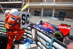 Jean-Eric Vergne, Scuderia Toro Rosso STR8 passes a Safety Car sign held out by a marshal