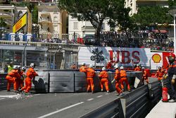 The race is stopped as Pastor Maldonado, Williams FW35 crashes at Tabac