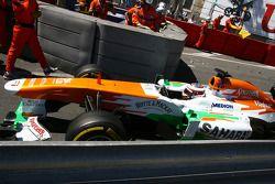 Paul di Resta, Sahara Force India VJM06 passes the crash of Pastor Maldonado, Williams FW35, which stopped the race