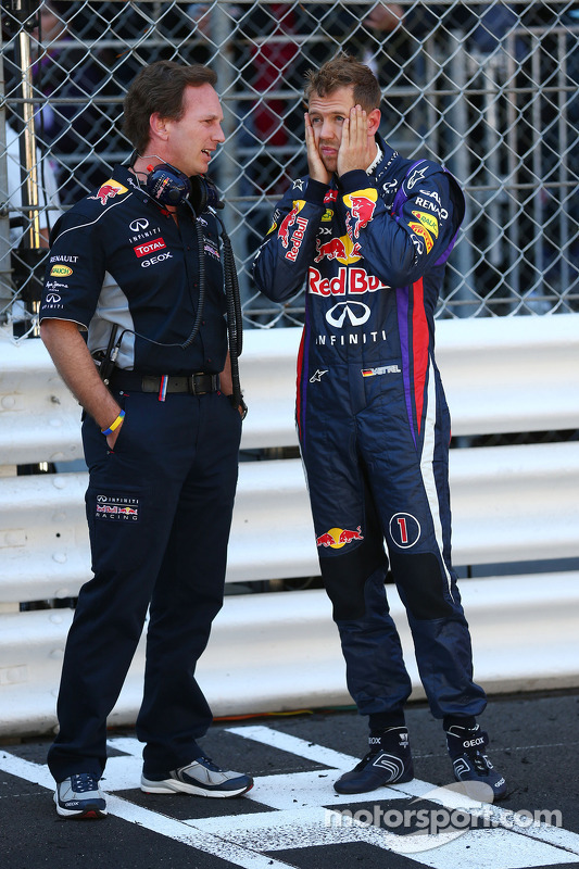 Sebastian Vettel, Red Bull Racing met Christian Horner, Teambaas Red Bull Racing op de grid nadat de race is gestaakt