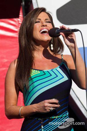 Robin Meade van CNN Headline News zingt het volkslied