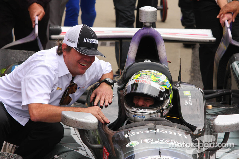 Pós-corrida: Tony Kanaan, KV Racing Technology Chevrolet, comemora com Jimmy Vasser