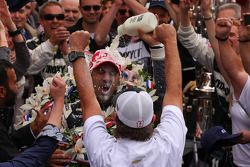 Victory Lane: Tony Kanaan, KV Racing Technology Chevrolet feiert
