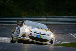 #110 Kissling Motorsport Opel Astra OPC (SP3T): Hannu Luostarinen, Stefan Kissling