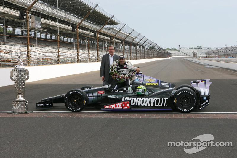 O vencedor Tony Kanaan, KV Racing Technology Chevrolet comemora