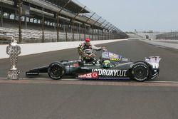 Sieger Tony Kanaan, KV Racing Technology Chevrolet celebrates