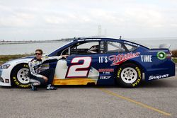 Brad Keselowski, Penske Racing Ford rijdt over de Mackinac Bridge om de race op de Michigan Internat
