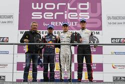 1er Kevin Magnussen, 2e Antonio Felix da Costa, 3e Nigel Melker