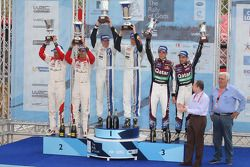 1er Jari-Matti Latvala et Miikka Anttila, Volkswagen Polo WRC, Volkswagen Motorsport, 2e Daniel Sordo et Carlos del Barrio, Citroën DS3 WRC, Citroën Total Abu Dhabi World Rally Team, 3e Thierry Neuville et Nicolas Gilsoul, Ford