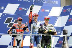 Ganador de la carrera Jorge Lorenzo, segundo lugar Dani Pedrosa, y tercer lugar Cal Crutchlow