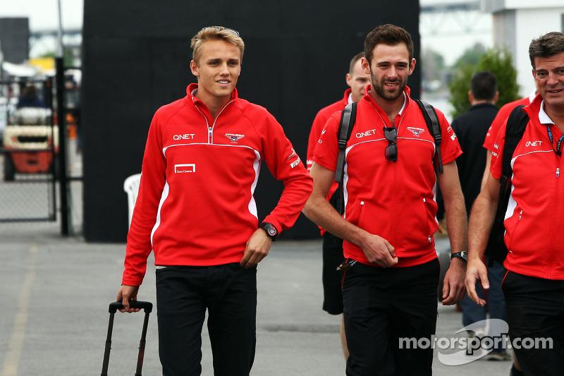 (L naar R): Max Chilton, Marussia F1 Team met Sam Village, Marussia F1 Team en Graeme Lowdon, Maruss