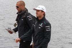 Nico Rosberg, Mercedes AMG F1 with Daniel Schloesser, Mercedes AMG F1 Physio
