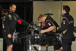 The Lotus F1 E21 of Kimi Raikkonen, Lotus F1 Team is prepared by mechanics
