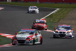 Mehdi Bennani, BMW E90 320 TC, Proteam Racing en Charles Ng Ka Ki, BMW E90 320 TC, Liqui Moly Team