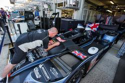 Un mécanicien Strakka Racing