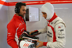 (L naar R): Sam Village, Marussia F1 Team met Max Chilton, Marussia F1 Team