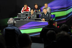 Christian Horner, Red Bull Racing ; Martin Whitmarsh, McLaren ; Paul Hembery, Pirelli ; Ross Brawn,