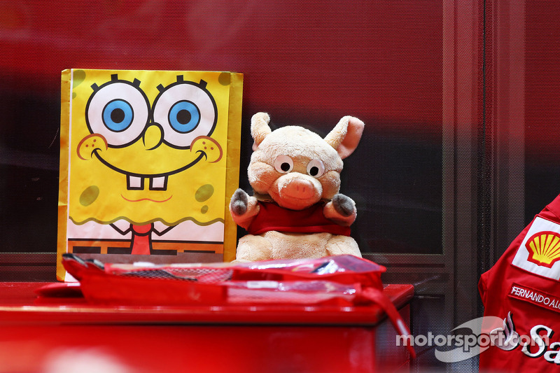 Spongebob Squarepants and other mascots for Fernando Alonso, Ferrari