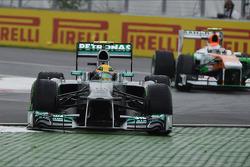 Lewis Hamilton, Mercedes AMG F1 W04 se va de largo en la chicane final