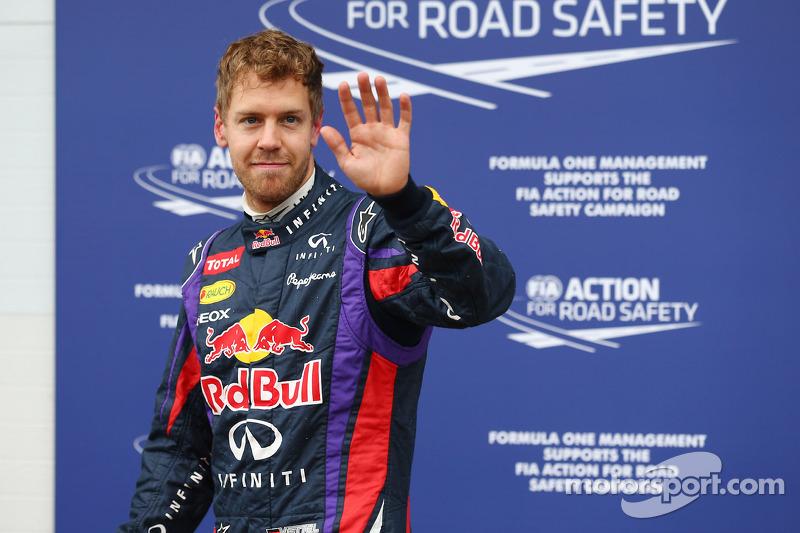 Ganador de la pole position  Sebastian Vettel, Red Bull Racing celebra en parc ferme