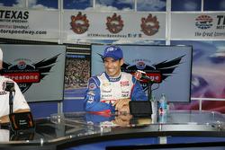 Race winner Helio Castroneves, Team Penske Chevrolet