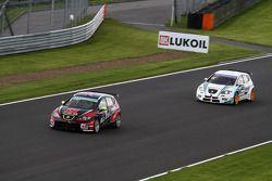 Robert Huff, SEAT Leon WTCC, ALL-INKL.COM Munnich Motorsport en Pepe Oriola, SEAT Leon WTCC, Tuenti