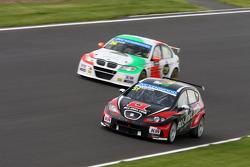 René Münnich, SEAT Leon WTCC, Münnich Motorsport and Stefano D'aste, BMW 320 TC, PB Racing