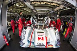 El #2 Audi Sport Team Joest Audi R18 e-tron quattro: Tom Kristensen, Allan McNish, Loic Duval se dir