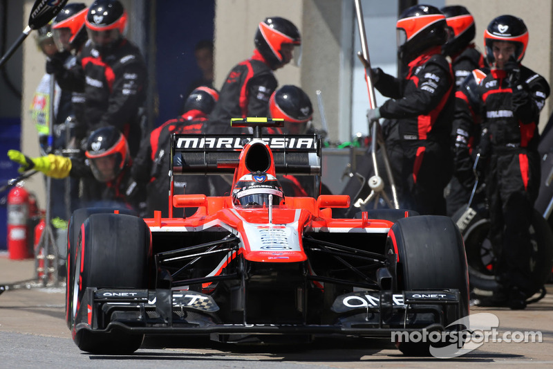 Max Chilton, Marussia F1 Team during pitstop