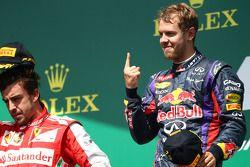 2. Fernando Alonso, Ferrari F138, 1. Sebastian Vettel, Red Bull Racing