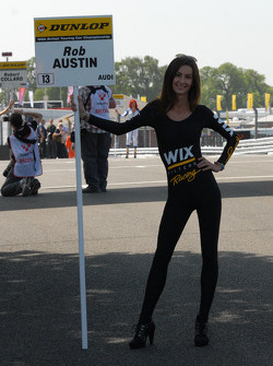 Wix Racing Grid Girl bij Rob Austin