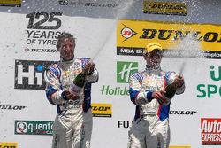 MG Duo Jason Plato en Sam Tordoff vieren het resultaat